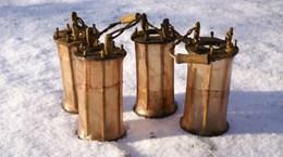 Fyra svinblåslyktor stående i snön