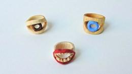 tre ringar som bildar ett ansikte